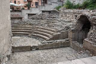 Amphitheatrum perfectum tő és imperfectum tő