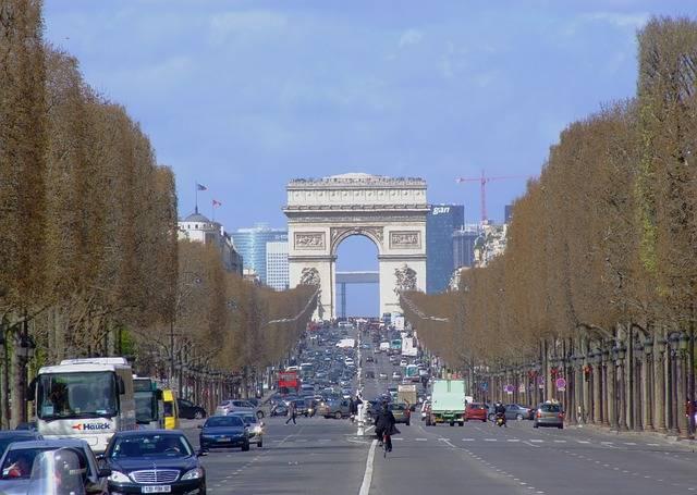 Avenue des Champs-Élysées passé composé