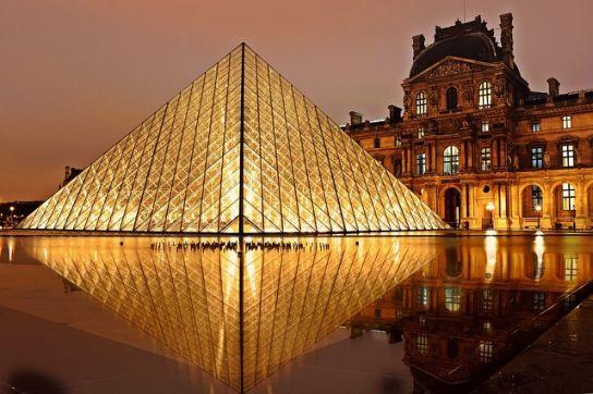 francia igeragozás Louvre piramis