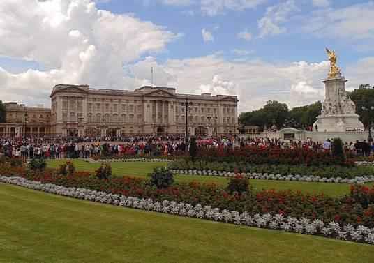 angol határozott névelő Buckingham Palace