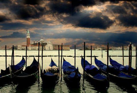 Venice gondolák olasz szenvedő szerkezet