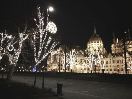 Amikor tél van, így világítják ki a Parlamentet
